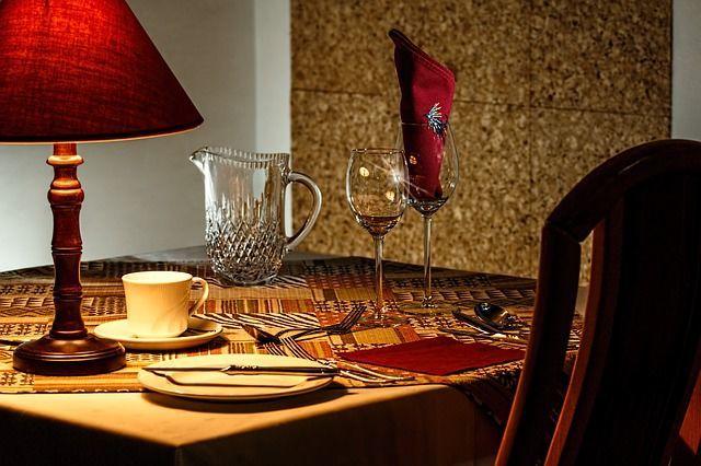 dinner table 444434 640