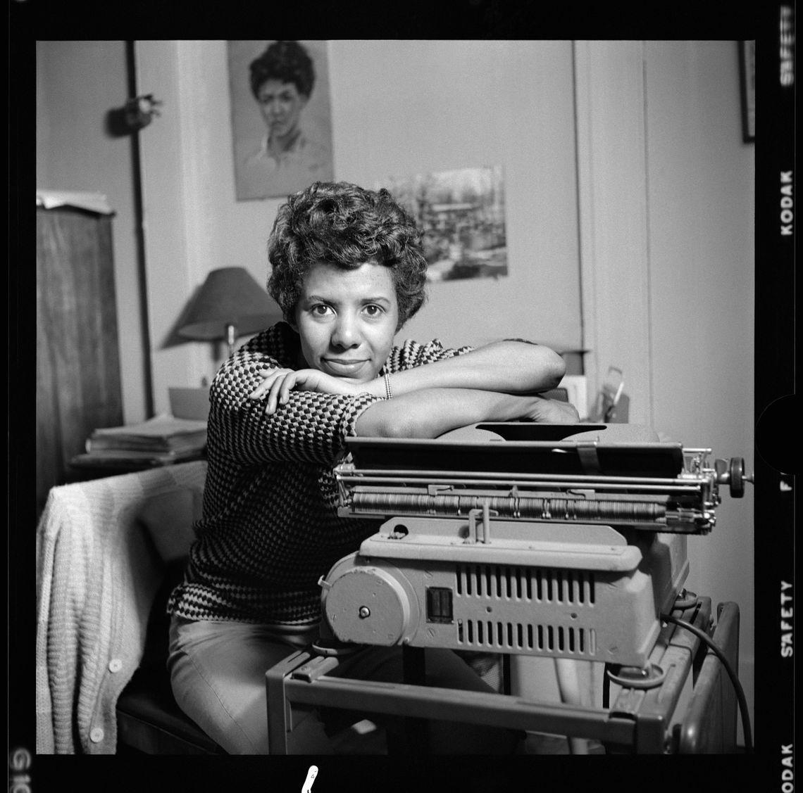 sighted eyesfeeling heart lhat typewriter key image