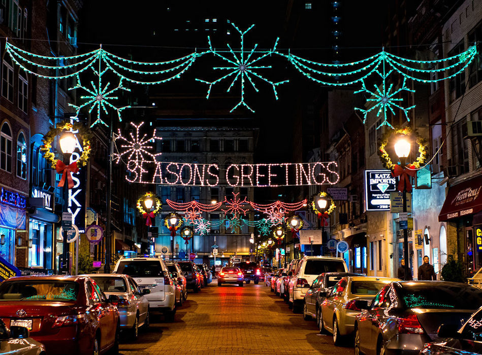 949 700 475910164735487217 holiday lights on jewelers row 800h full