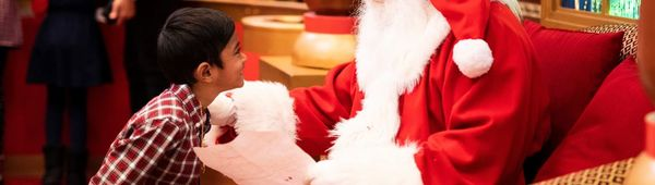 Santa's coming to Philly! Here's where to find him!
